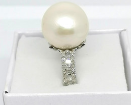 Pearl and Diamond Ring 21.075 TCW