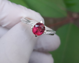 13 carat pink red spinal 925 Silver Ring, 6x5x3mm.