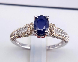 Gorgoues Sapphire Ring.