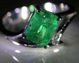 Emerald 2.67ct Solid 18K White Gold Solitaire Ring