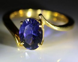Iolite 1.74ct Solid 18K Yellow Gold Solitaire Ring