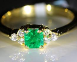 Emerald .95ct Diamonds Solid 18K Yellow Gold Multistone Ring
