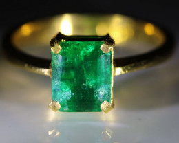 Emerald 2.53ct Solid 22K Yellow Gold Solitaire Ring