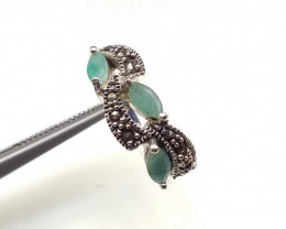 EMERALD 925% SILVER RING A19