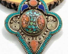 210 Crt turquoise Handmade Nepali pendant
