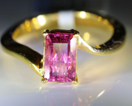 Rubellite 1.80ct Solid 18K Yellow Gold Solitaire Ring