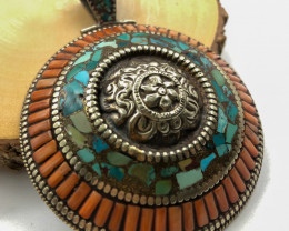 394.5 Crt  Turquoise Nepali Pendant with brass material