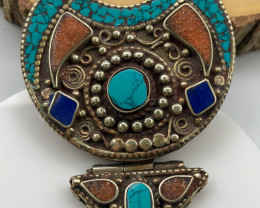 225 Crt  Turquoise and Lapiz lazuli Nepali Pendant with brass material