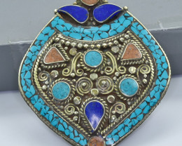 216 Crt Turquoise and Lapis Lazuli Nepali pendant Brass Material