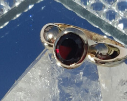 garnet 9ct YG ring