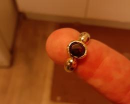 garnet 9ct YG ring