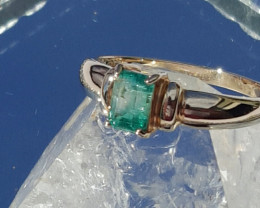 natural torrington emerald 9ct YG ring
