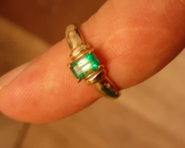 natural torrington emerald 9ct YG ring