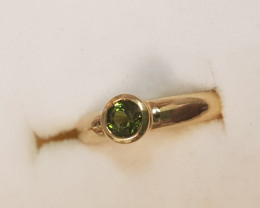natural green tourmaline 9ct YG ring