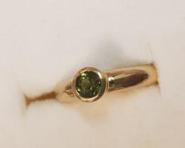 natural green tourmaline 9ct YG ring