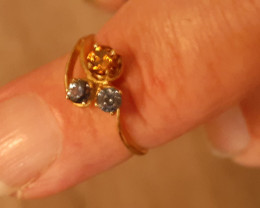 all natural- blue sapphire x 2 & zircon 9ct YG ring
