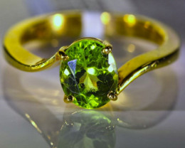 Peridot 2.00ct Solid 18K Yellow Gold Ring