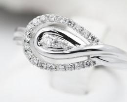 18K White Gold Diamond Ring Size 7.5 - H127 - R9552