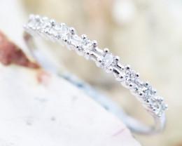 18K White Gold Diamond Ring Size 7 - H129 - R11579