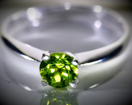 Peridot 1.40ct Platinum Finish Solid 925 Sterling Silver Ring