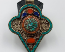 225.5 Crt Turquoise and Lapis Lazuli Nepali Pendent Brass Material