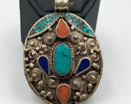 123.5 Crt Nepali Turquoise and Lapis Lazuli Pendent Brass Material