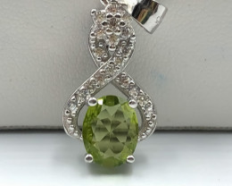 14.95 Crt Natural Peridot With Cubic Zircon 925 Silver Pendant