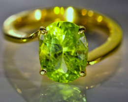 Peridot 4.02ct Solid 18K Yellow Gold Ring