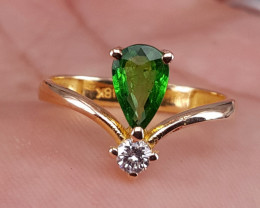 18k gold Natural Tsavorite  and Diamonds Ring.