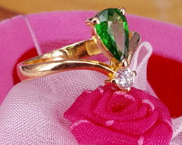 18k gold Natural Tsavorite garnet and Diamonds Ring.