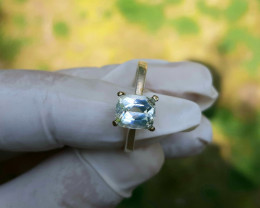 12 Carats aquamarine 925 Silver Ring. 8x6x4mm.