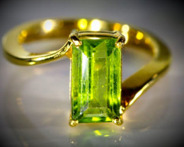 Peridot 3.50ct Solid 18K Yellow Gold Ring