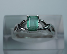 BEAUTY EMERALD 92.5  STERLING SILVER RING (7.25 US)