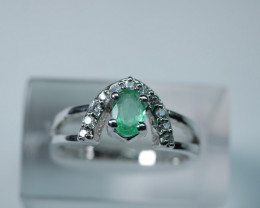 NATURAL EMERALD FACETED 92.5  STERLING SILVER RING .(7.75 US)