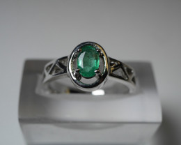 NATURAL EMERALD 92.5  STERLING SILVER RING (8.00 US)