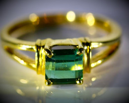 Green Tourmaline 1.53ct Solid 18K Yellow Gold Ring  4.10g