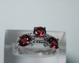 BEAUTY  RED GARNET ROUND SHAPE 92.5 SILVER RING SIZE (7.25 US)