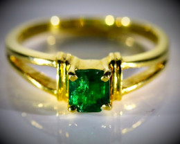 Emerald .75ct Solid 18K Yellow Gold Ring