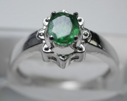 NATURAL EMERALD OVAL  SHAPE 92.5 STERLING RING (7.50  US) Z40