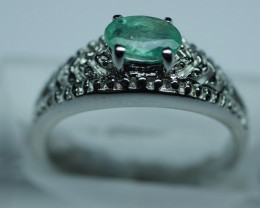 NATURAL EMERALD OVAL SHAPE 92.5 STERLING RING ( 7.25 US ) Z13