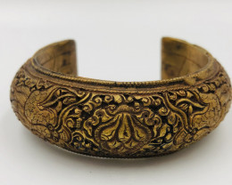 260 Crt  Gold Gilded Bangle Brass Material
