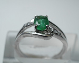 NATURAL EMERALD OVAL SHAPE 92.5 STERLING RING ( 7.25  US ) Z7