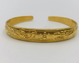 135 Crt  Gold Gilded Bangle Brass Material