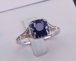 Gorgeous Natural Sapphire Ring.