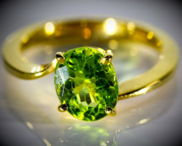 Peridot 2.55ct Solid 18K Yellow Gold Ring