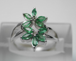 NATURAL EMERALD  92.5 STERLING RING (8.00 US)