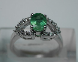 NATURAL EMERALD OVAL SHAPE 92.5 STERLING RING (7.00 US)