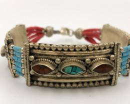 184.00 Crt Turquoise Nepali Bracelet Brass Material