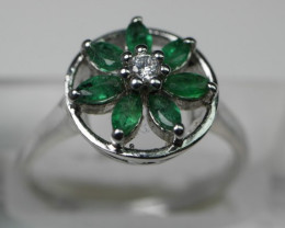 BEAUTY EMERALD 92.5 SOLID SILVER RING SIZE ( 7.00 US )
