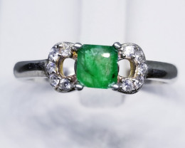Natural Emerald in 925 Sterling Silver Ring.